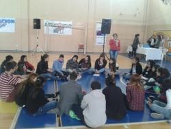 trabajo en grupo jovenes